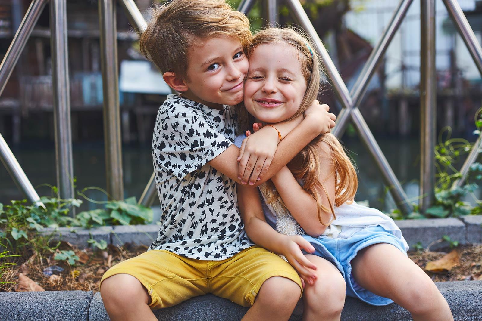 two-kids-hugging