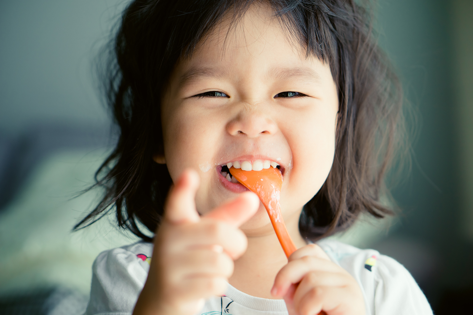 little-girl-with-spoon-pointing-at-camera