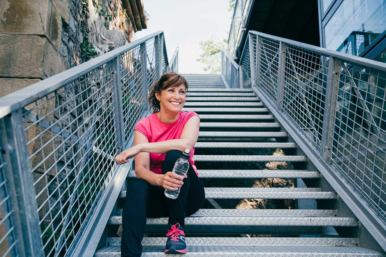 woman-runner-sitting-on-steps